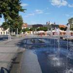 Plac 11 Listopada i gotycka kolegiata w Łasku