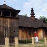Modrzewiowy kościół z XVIII wieku oraz park gminny w Dobroniu
