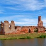 Ruiny gotyckiego zamku w Besiekierach
